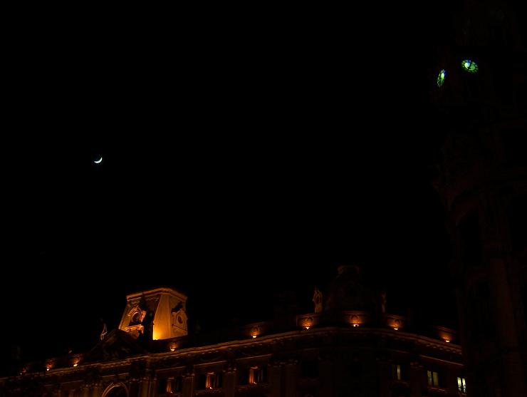 A lua, a casa e o relógio