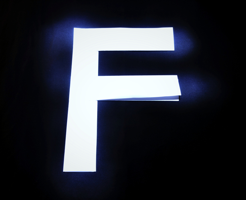F com... fluorescência
